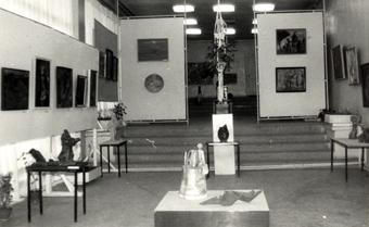 В тот день в Государственной картинной галерее еще советского Степанакерта открылась выставка работ молодых художников Армении.