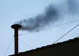 Черный дым над Сикстинской Капеллой.