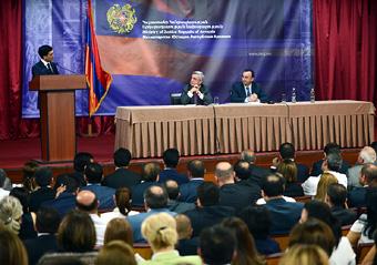 Президент РА Серж Саргсян посетил Минюст, где объявил о готовности продолжить реформы.