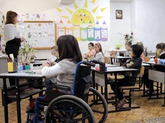 Сегодня в Армении 117 таких инклюзивных школ, в которых обучаются 3000 детей.