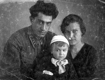 Григорий Давтян и Анфиса Пелевина с сыном
