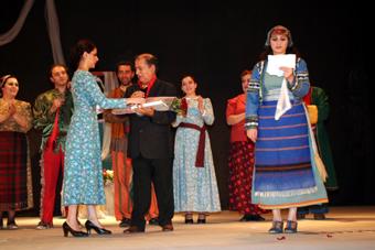 к сцене Дома культуры Алаверди прибавились театральные площадки Ванадзора и Спитака.
