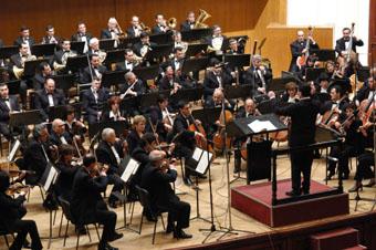 Говоря об уникальном исполнении этого концерта, необходимо отдать должное филармоническому оркестру под управлением Эд. Топчяна.