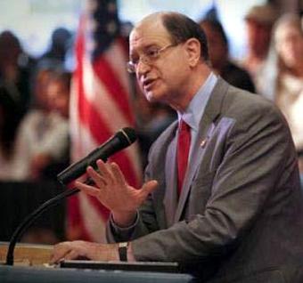 Конгрессмен ШЕРМАН признался, что оппозиционные элементы в Сирии очень враждебно относятся к христианам Сирии.