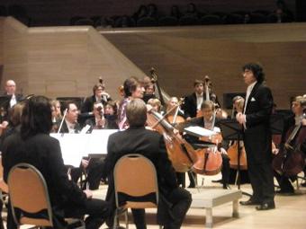 Карен стоял за пультом разных оркестров, среди которых прославленный коллектив Рикардо Мутти.