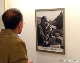 Гюлер всю жизнь фотографировал людей - от самых простых до самых известных.