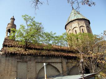 Серия расскажет о шести спорных армянских церквах Грузии, пять из которых - Сурб Ншан, Мугну Сурб Геворг, Норашен Сурб Аствацацин, Ереванцоц Сурб Минас, Шамкорецоц Сурб Аствацацин расположены в Тбилиси и одна - Еревман Сурб Хач в Ахалцихе.