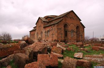 Список подлежащих восстановлению церквей составляет армянская сторона, мы лишь выполняем сами работы.