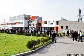 Элитарная школа для избранных или первая ласточка, примеру которой должны последовать другие армянские школы, дабы дать возможность всем нашим детям без исключения получать высококлассное образование?
