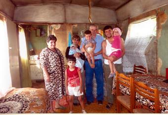 В их числе и семья 35-летней вдовы Эльмиры Тамразян с тремя детьми, смогли выбраться из этого бедняцкого квартала