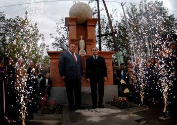 """Памятник """"Арарату-73"""" в Агараке."""