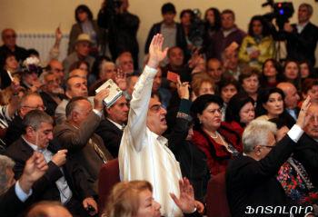 В минувшее воскресенье прошел внеочередной съезд писателей Армении.