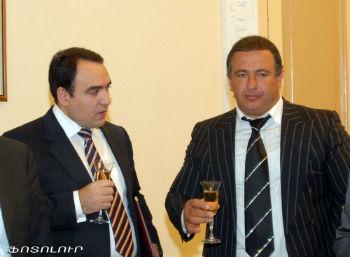 Газеты и телеканалы продолжают смаковать детали разборки между секретарем Совбеза Артуром Багдасаряном и Гагиком Царукяном.