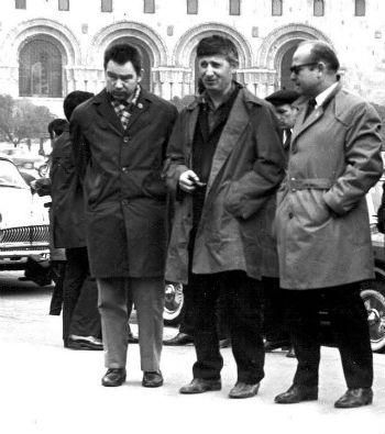 С космонавтами Г. Гречко и А. Леоновым.