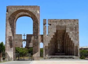 Джим Торосян был великим перфекционистом, каждой архитектурной формой и каждым движением своей артистической фигуры проповедуя красоту. Воистину он стремился украсить мир, Армению.