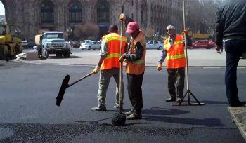 Дорожные работы в Ереване.