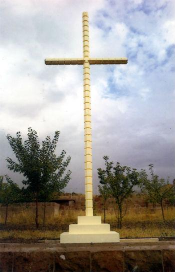 Крест-памятник Мец Луйс.
