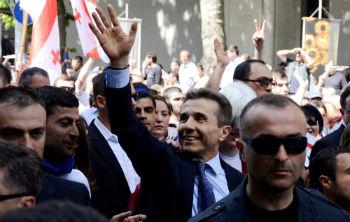 У Армении нет своего Иванишвили, а посему поверить, что кто-то из олигархов озабочен положением народа, а не умножением собственных капиталов, было бы непростительной глупостью.