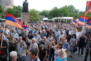 Люди устали выходить на площадь, не зная, что будет потом, и в этом главная особенность армянского антимайдана.