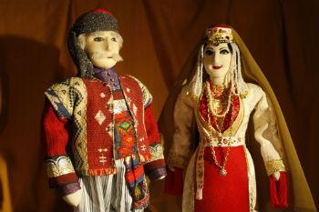 Лиана Гургеновна является членом международной организации CIOFF - Международного совета организаций фольклорных фестивалей и народного творчества.