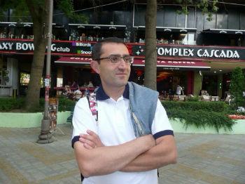 "Сурен Хачатрян, руководитель ансамбля народного танца ""Ай Астхер""."