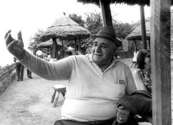 Сегодняшнее и вчерашнее поколения мало что знают о легендарном штангисте 30-х годов Серго Амбарцумяне.