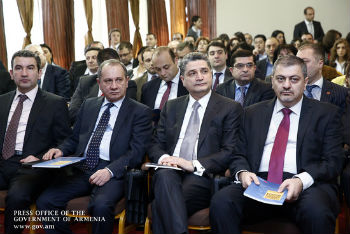 Безработица, бедность и миграция являются на сегодня самыми серьезными социальными вызовами для Армении. В сложившихся условиях показателем национальной конкурентоспособности экономики может считаться возможность создания и сохранения сравнительно высокооплачиваемых рабочих мест по стране.