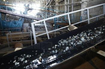 Хотя мировые цены на металлы уже довольно длительное время держатся на грани рентабельности соответствующих производств, за счет увеличения физического объема их экспорт в стоимостном выражении растет