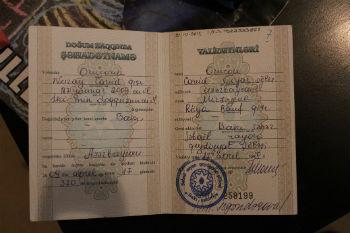 """Вы не представляете, какая там ненависть к армянам. У нас когда дочь, Нурай, родилась, отец с Джавидом пошли получать метрику, они после моей фамилии, в графе """"национальность"""" поставили прочерк. Джавид требовал, чтобы написали национальность, но работники ЗАГС-а ответили, что не имеют права: """"У нее мать армянка"""". А этот прочерк – черная метка, которая уже ложится на судьбу дочки."""