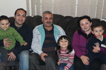 Семья состоит из пяти человек: Джавид, его супруга - Ройя, и их дети - Нурай, Норман и Самуэль