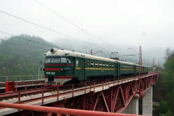 Практически с нуля построены и сданы в эксплуатацию три основных железнодорожных моста, заменившие собой мосты 1898 года постройки