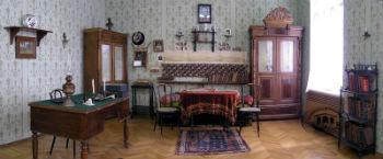 Ованес Туманян в 1904 году переселяется на Вознесенскую улицу, в здание, которое и сегодня тбилисцы именуют не иначе как Дом Туманяна.