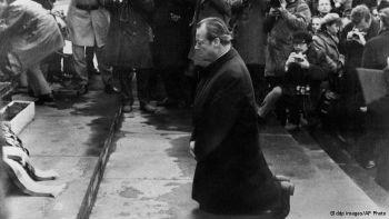 В декабре 1970 года мир облетела фотография коленопреклоненного канцлера Вилли Брандта перед мемориалом в бывшем варшавском гетто