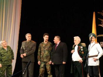 Первая леди Рита Саргсян, министр культуры Асмик Погосян, многие другие VIP-гости, коллеги, друзья, зритель, наполнивший театр битком - все радовались от души и желали, желали, желали Русскому театру Армении творческих побед и вечной молодости