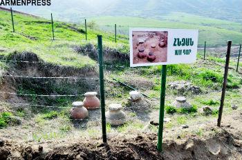 """Одним из последних находок стала старая винодельня 13 века, которая специально огорожена и является одним из достопримечательностей, находящихся на территории компании """"Техут""""."""