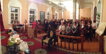 Многолюдье в храме, в котором проходило празднование Пасхи, можно наблюдать и во время празднования традиционных армянских праздников: Рождества, Трндеза, Вардавара и праздника Освящения винограда.