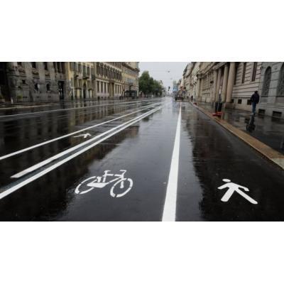 В конце апреля власти Милана начали наносить на некоторые улицы новую разметку
