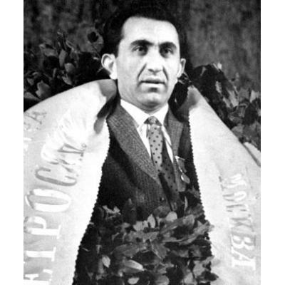Став IX чемпионом мира по шахматам Тигран Петросян, заложил в Армении шахматные традиции, которые по сей день остаются незыблемыми