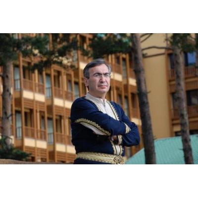 Специалист в области армянских национальных танцев Гагик Гиносян