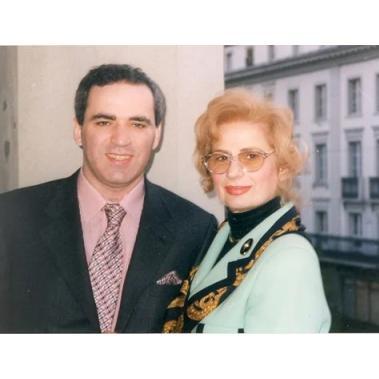 Ушла из жизни мать XIII чемпиона мира по шахматам Гарри Каспарова Клара (Аида) Шагеновна Каспарова