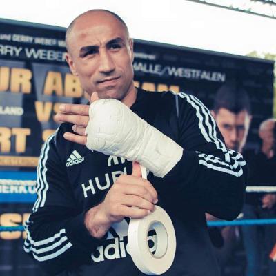 Известный боксер Артур Абрахам официально заявил о завершении своей карьеры на профессиональном ринге