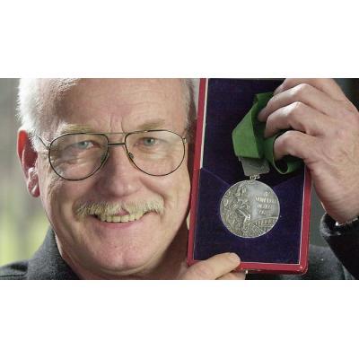 Серебряный призер ОИ-1968 в беге на 200 м австралиец Питер Норман заплатил высокую цену за поддержку американских темнокожих спортсменов в ходе церемонии награждения
