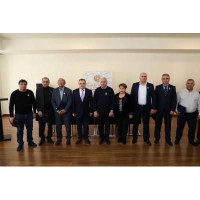 Заместитель министра образования науки культуры и спорта Карен Гилоян в Ереване вручил награды и звания представителям спортивного мира