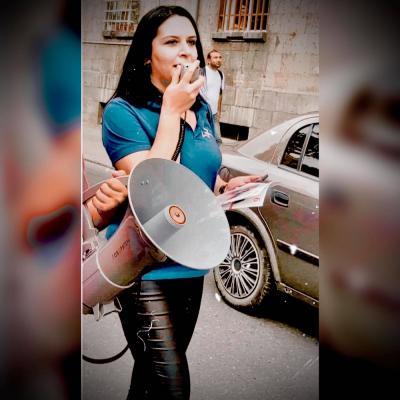 Поэтесса Анита АЗАРЯН (Анна Hovner) является кандидатом в НС РА от блока 'Честь имею'
