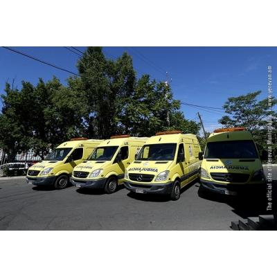 Служба 'Скорой помощи' Еревана пополнилась 4 новыми, полностью оборудованными реанимобилями