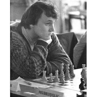 На 57-м году жизни в Москве скончался один из ведущих шахматных тренеров мира, гроссмейстер Юрий Дохоян