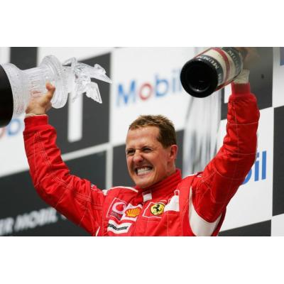 На стриминговом сервисе Netflix выходит документальный фильм 'Шумахер', рассказывающий о легендарном немецком автогонщике Формулы-1, который продолжает бороться за жизнь