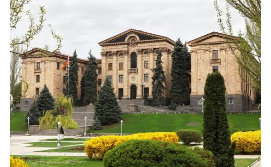 Национальное Собрание Армении приняло все обсужденные накануне законопроекты