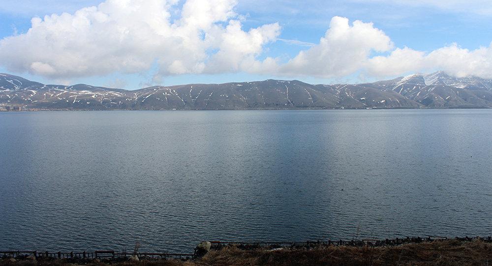 Уровень воды в озере Севан по сравнению с 1 апреля прошлого года выше на 1 сантиметр
