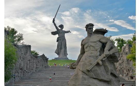 Волгоград памятники на мамаевом кургане 9 мая 2018 памятники в оренбурге цены караганде